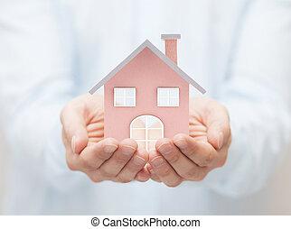 klein huis, speelbal, handen