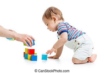 klein kind, met, gebouw stel, op, witte achtergrond
