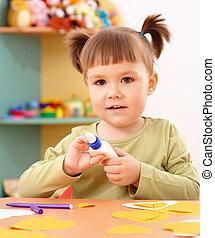 klein meisje, doen, kunstnijjverheid, in, preschool