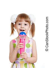 klein meisje, met, microfoon, toy., vrijstaand, op wit, achtergrond
