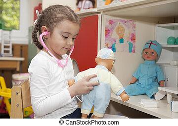 klein meisje, spelend, arts