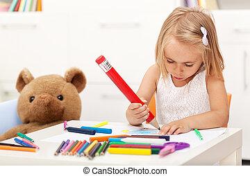 klein meisje, tekening, met, een, groot, potlood, -, zitten aan de tafel