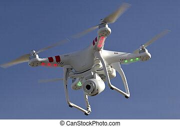 klein, unmanned, hubschrauber, mit, a, fotoapperat, schwimmend, in, der, himmelsgewölbe, anta