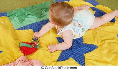 kleine, baby, spelend