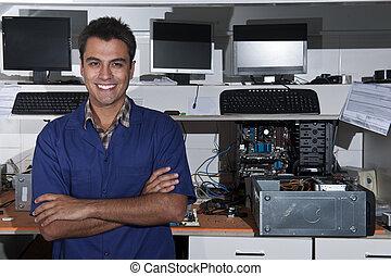 kleine bedrijfseigenaar, van, een, computerreparatie, winkel