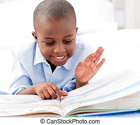 kleine, jongen lees, boek