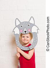kleine meisjes, vasthouden, wolf, masker, op wit, achtergrond