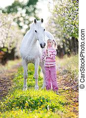 kleine, paarde, witte , kind