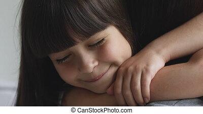 kleine, preschool, mommy., schattige, omhelzen, dochter, ...
