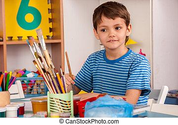 kleine, scholieren, jongen, schilderij, in, kunstonderwijs, class.