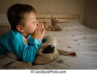 kleiner junge, beten, an, schlafenszeit