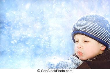 kleiner junge, schläge, schnee, mit, fausthandschuhe, auf,...