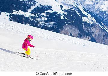 kleines kind, ski fahrend, bergen