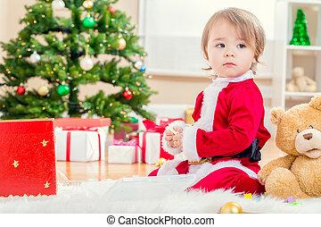 kleines mädchen, in, a, sankt klage, spielende , mit, sie, weihnachten, spielzeuge