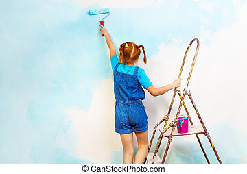 kleines mädchen, in, blaues, farben, wand, auf, a, leiter