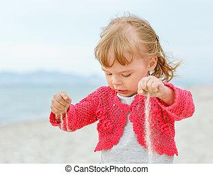 kleines mädchen, sand, spielende