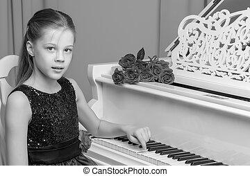 kleines mädchen, spiele, der, klavier, schwarz weiß, photo.