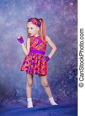 kleines mädchen, tanzen, in, colourfull, kostüm