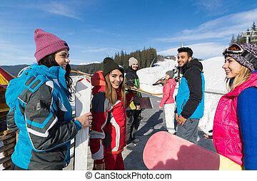 klesten, berg, groep, winter, mensen, ski, sneeuw, vakantiepark, snowboard, het glimlachen, vakantie, vrienden, vrolijke