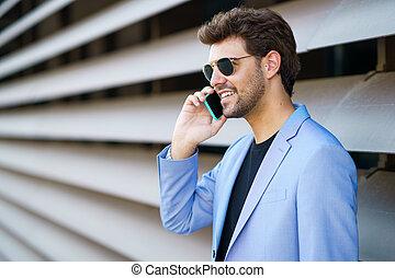 klesten, vrolijke , smartphone, uitdrukking, zijn, man