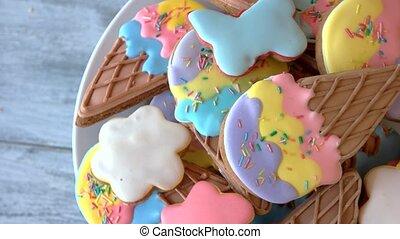 kleurrijke, koekjes, met, glazuur, op, plaat.