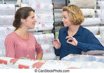 kleurrijke, wikkelend papier, broodjes, aankoop, vrouwen