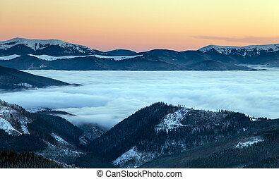 kleurrijke, winter, zonopkomst, in, de, bergen.