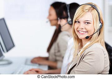 klient, chodząc, biuro, służba, słuchawki, wykonawca, młody