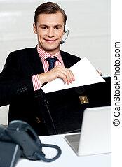 klient troszczą się, osoba, rozmieszczając, biuro, dokumenty