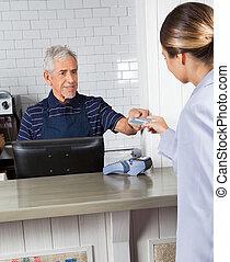 klient, udzielanie, kasjer, kredyt, zaopatrzcie kartę