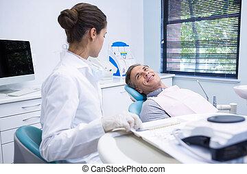 klinik, tandläkare, tålmodig, diskutera, medicinsk