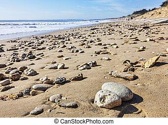 klippig strand