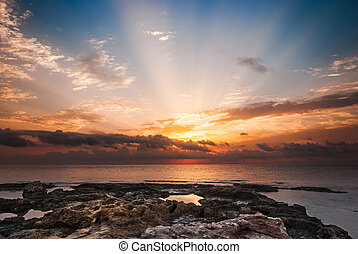 klippig strand, hos, solnedgång