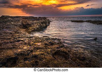 klippig strand, in, den, morgon