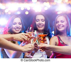 klub, nacht, clinking brille, friends, glücklich