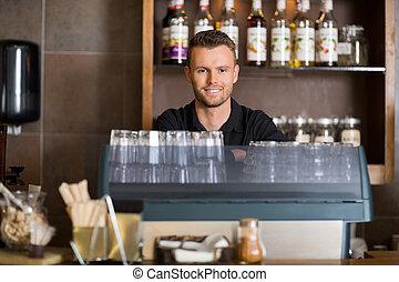 klug, mann, barmann, an, bankschalter, in, café