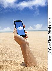klug, telefon, in, hand, und, sandstrand, ansicht, mit, wolke, rechnen, begriff