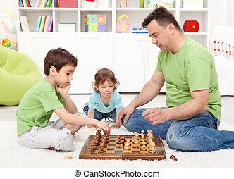knaben, spielenden schach, mit, ihr, vater