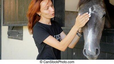 koń, kobieta, młody, pieści