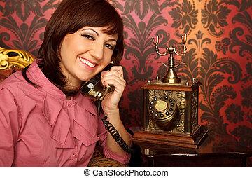 košile, sedění, lenoška, mluvící, telefonovat., za, vnitřní, portrét, děvče, style., červeň