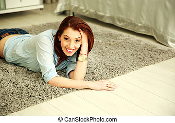 koberec, domů, manželka, ležící, šťastný
