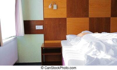 kobieta, łóżko, do góry, młody, zmartwychwstać