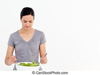 kobieta, ładny, przygotowując, sałata, pomidory, kuchnia