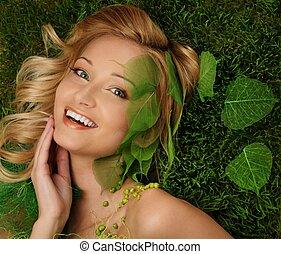 kobieta, świeży, młody, trawa, uśmiechanie się, leżący, wiosna