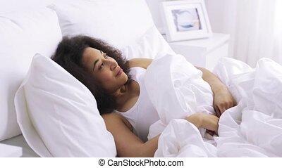 kobieta, afrykanin, łóżko, spanie, sypialnia, dom