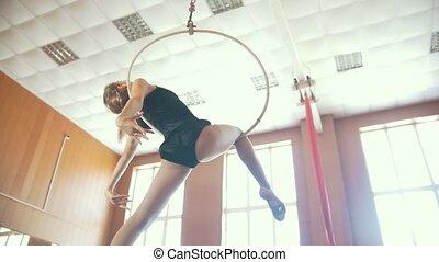 kobieta, antena, obręcz, młody, elementy, practicing, wdzięk