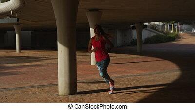 kobieta bieg, kaukaski, pod, most