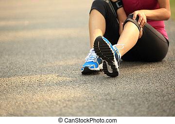 kobieta, biegacz, kolano, wyrządzony, lekkoatletyka