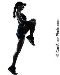 kobieta, biegacz, rozciąganie, do góry, uprawiający jogging,...