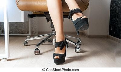 kobieta, biuro, posiedzenie, nogi, długi, szef, sexy, krzesło, kuszący